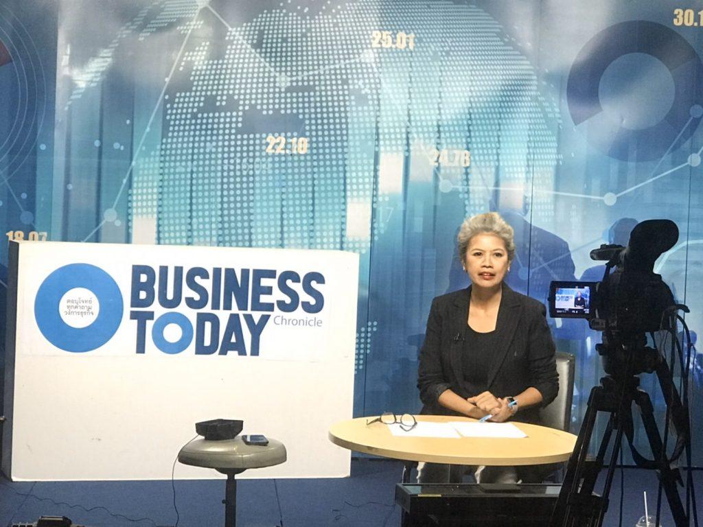 """คุณศุนันทวดี อุทาโย พิธีกรรายการ """"Business Today"""" FM 102.0 MHz"""